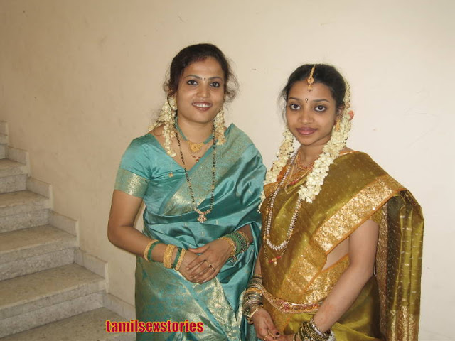 Hot Mallu Aunties In Saree  Downblouse1-7993