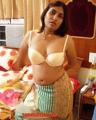 hot telugu aunties cleavage show downblouse1